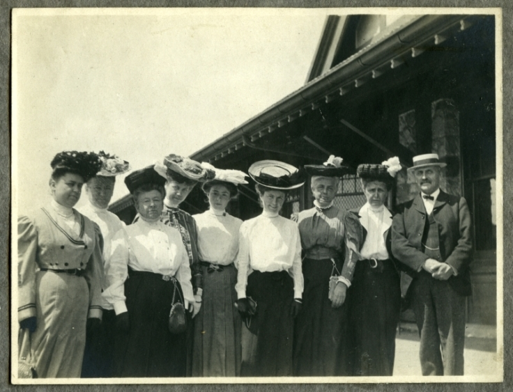 Women-in-hats_986PC2_p8_AL-02-1