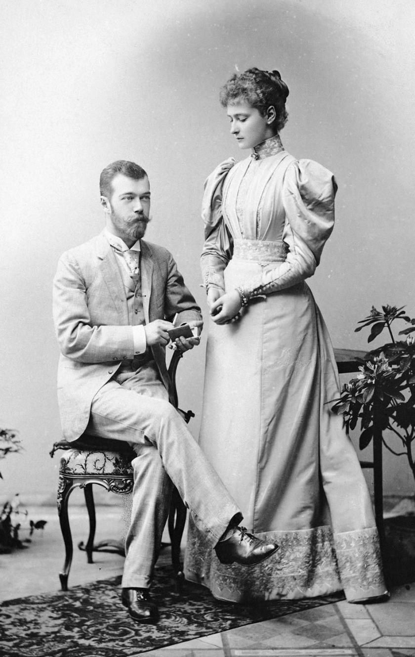 alix_and_nicky_formal_in_1894