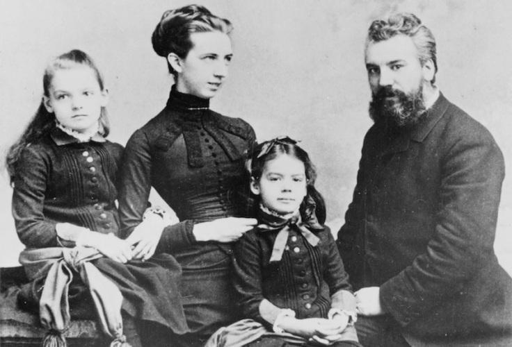 Alexander_Graham_Bell_and_family