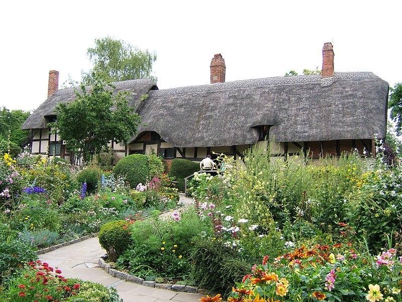 798px-Anne_Hathaways_Cottage_and_gardens_15g2006